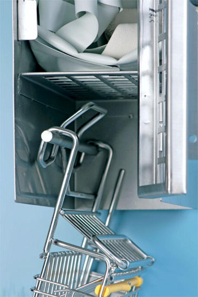 Detail: knife basket locker