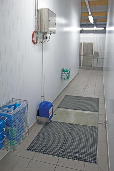 Desinfektionsbecken DB-E (Bodeneinbau) mit Dosierstation