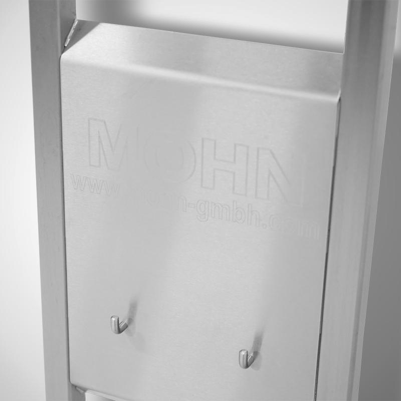 Detail: Papierkorb-Aufhängung mit Gravur