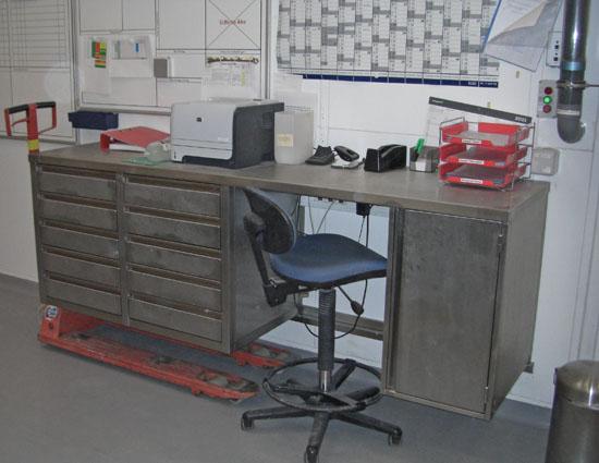 Wandhängender Schreibtisch