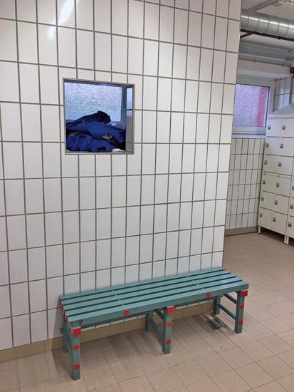 Kunststoff-Sitzbank ohne Schuhrost